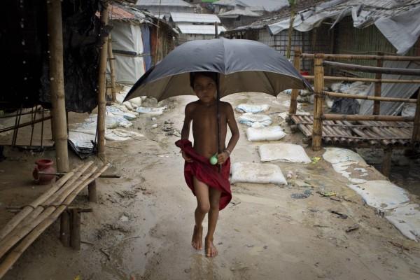 La mousson met en danger les enfants rohingyas