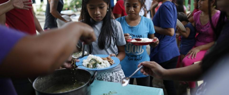 Le typhon Mangkhut menace les enfants aux Philippines