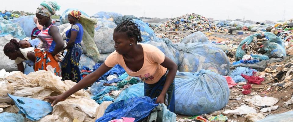 Moins de plastique dans les rues et plus d'enfants dans les écoles !